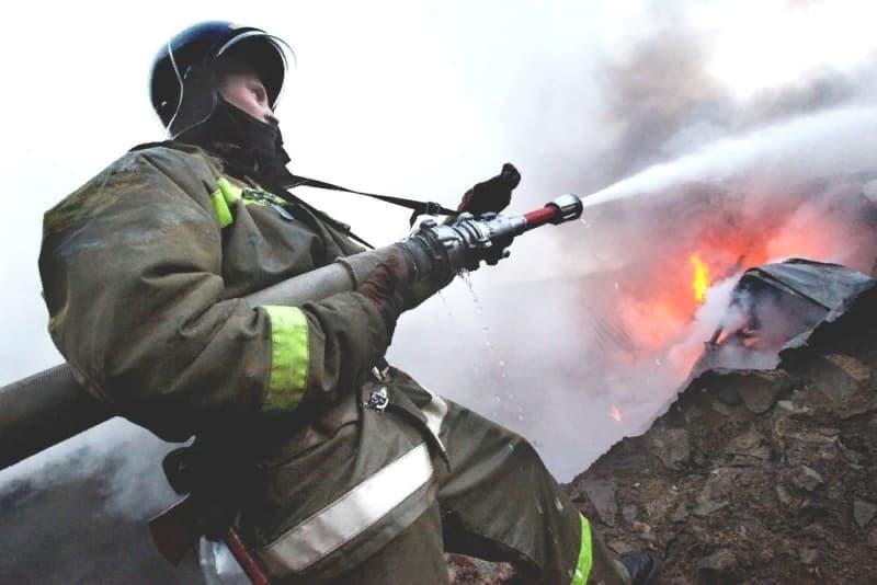 В поселке Ливадия огнеборцы потушили пожар в неэксплуатируемом здании
