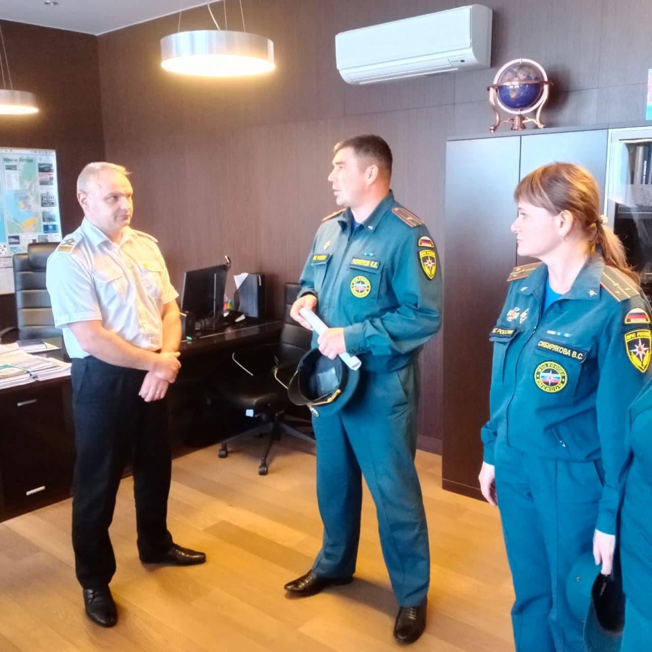 МЧС Находки провели экскурсию для школьников в Администрацию Морских Портов
